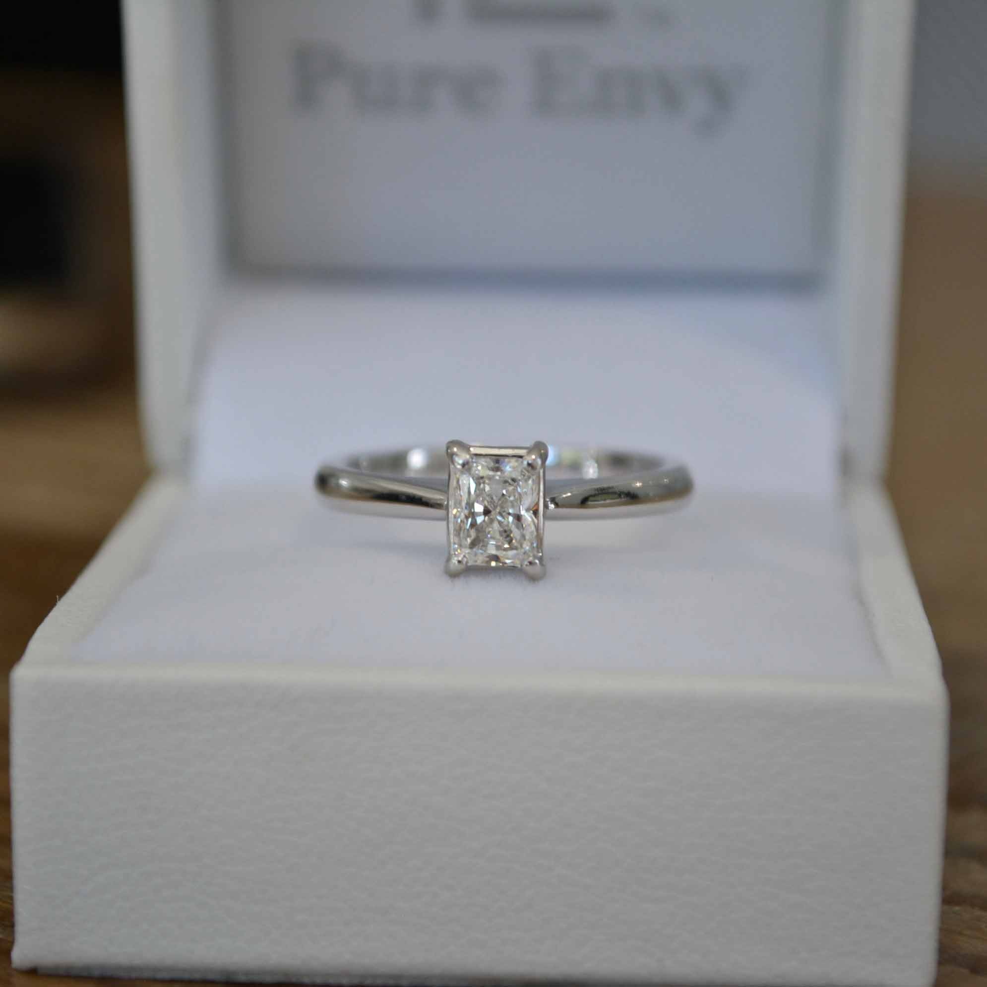 engagement rings round