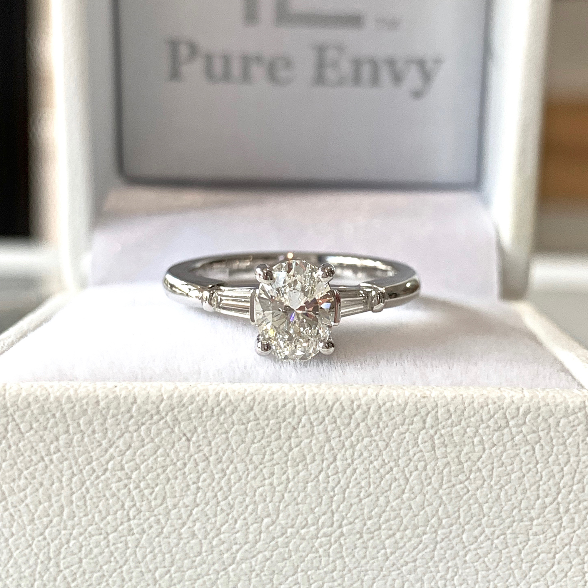 oval cut diamond engagement rings